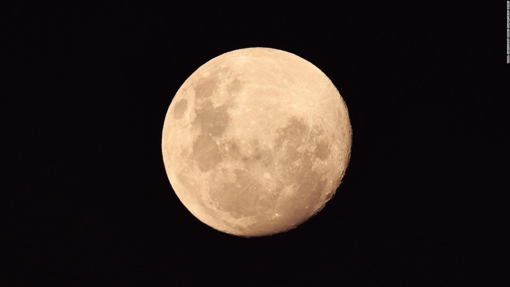 Does the moon affect our dreams?