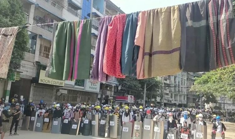 Burmese people hang women's clothes to prevent the army