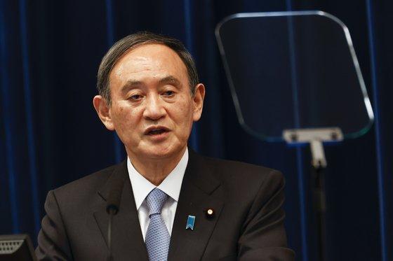 지난 18일 기자회견에서 답변하고 있는 스가 요시히데 일본 총리. [AP=연합뉴스]