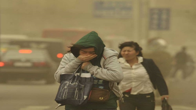A sandstorm blows across China, forcing airports to cancel hundreds of flights - political - news