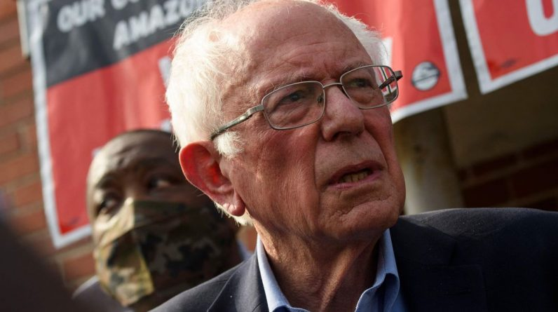 """According to Bernie Sander, """"Amazon is afraid"""" of mobilizing its employees in Alabama."""