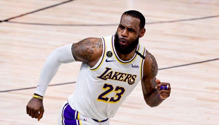 LeBron James après un panier lors du Game 6 NBA