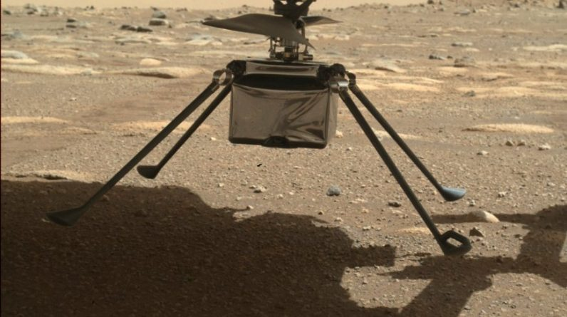 Mars Helicopter Ingenuity: Legs spread, first flight approaching
