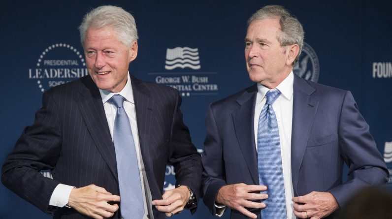 The White House honors portraits of Bush and Clinton from under Trump