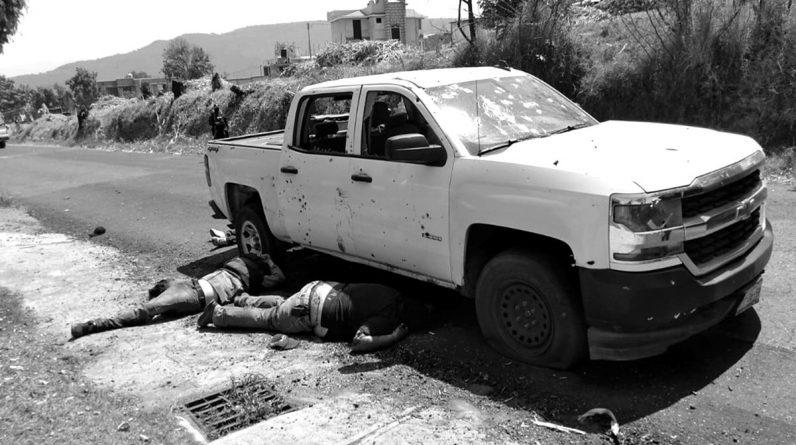 Policías emboscados en Coatepec Harinas