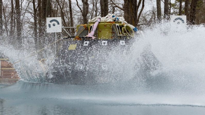 NASA lands the Orion spacecraft in a giant pool