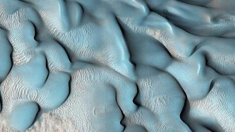 Blue dunes on Mars4