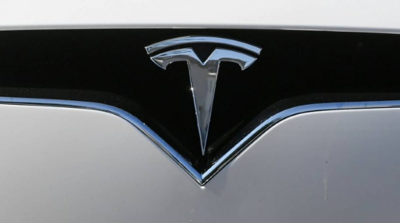 USA: Apparently driverless Tesla crashes (press)