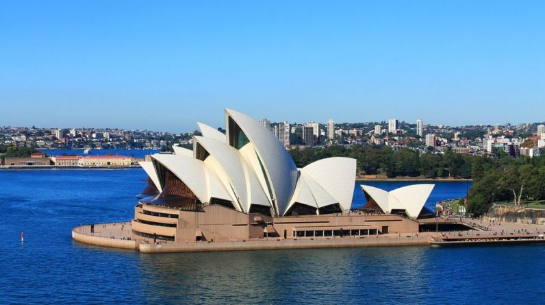 Australia: News Corp Symptoms Facebook - Image