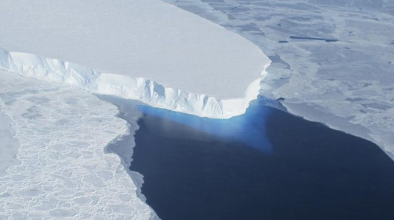 "Now the ""Doomsday Glacier"" is melting - with dramatic consequences: - It's simple physics"