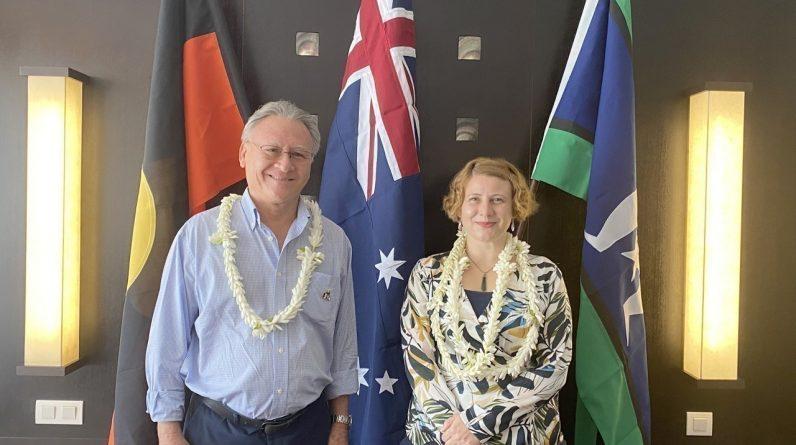 Marc Siu, consul honoraire d'Australie depuis 19 ans, laisse place à Claire Scott, première consule générale d'Australie.