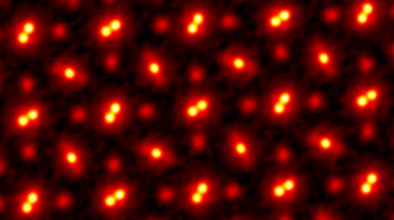 Electron microscope's new algorithm breaks resolution, magnifying atomic vibrations 100 million times