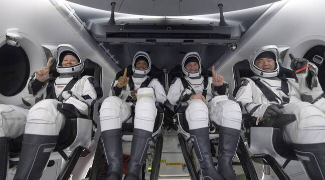 """Hard Breath"", ""Unique Experience"" ... Crew Dragon's Astronauts Return to Earth"