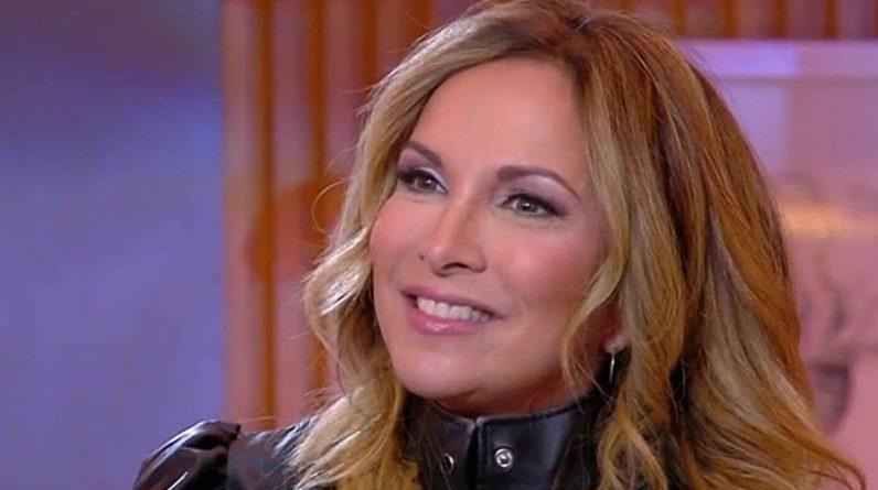 Hélène Ségara en porte-jarretelles et guêpière, la chanteuse paniquée par ce rôle au cinéma