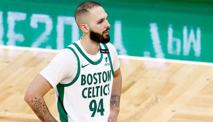 Premier match cauchemar avec Boston pour Evan Fournier NBA