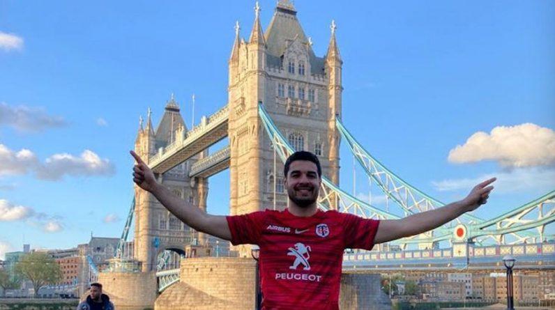 Théo, devant le Tower Bridge, a ses places pour la finale.