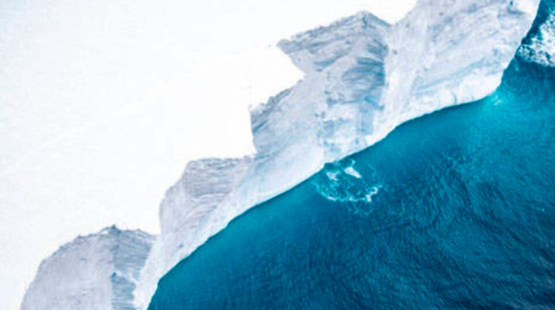 The largest glacier fell from Antarctica ...