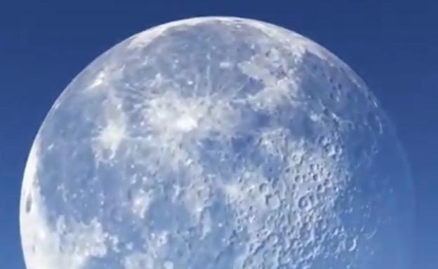 ירח ענק - פייק (צילום: סעיף 27א לחוק זכויות יוצרים)