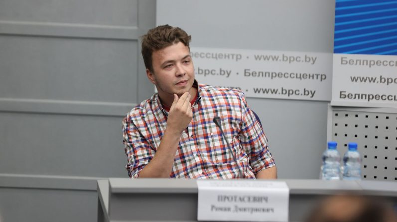 A Belarusian journalist detained after a forced landing is now under house arrest