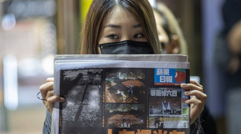 Hong Kong police arrest pro-democracy newspaper executives |  Abroad
