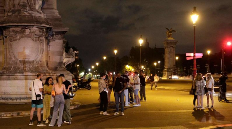 Police intervene after another big youth party in Les Invalitz, Paris
