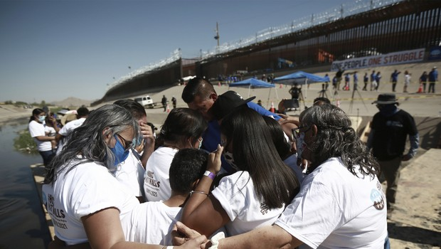 Reunion between separated families on the border between Mexico and the United States from 2020 - LINFO.re