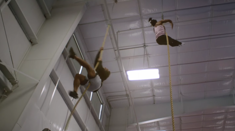 Simon Piles faster than the NFL player in rope climbing