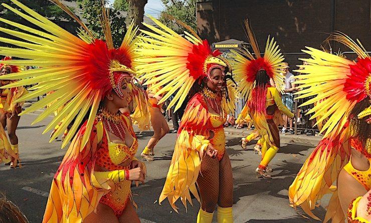 Une parade colorée du carnaval