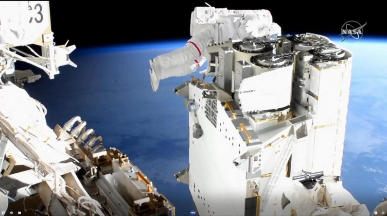Video - Six Hours in a Vacuum: Images of Thomas Peskett leaving the ISS