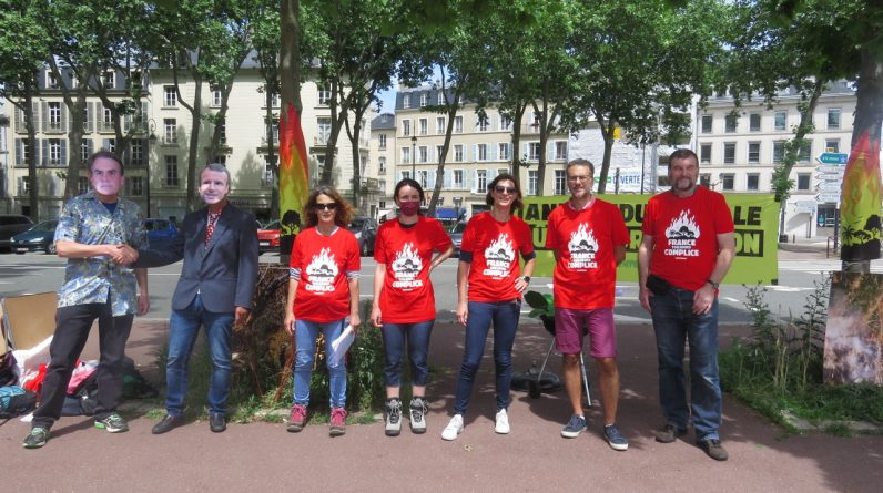 Aliens.  Versailles: Greenpeace mobilizes against deforestation in South America