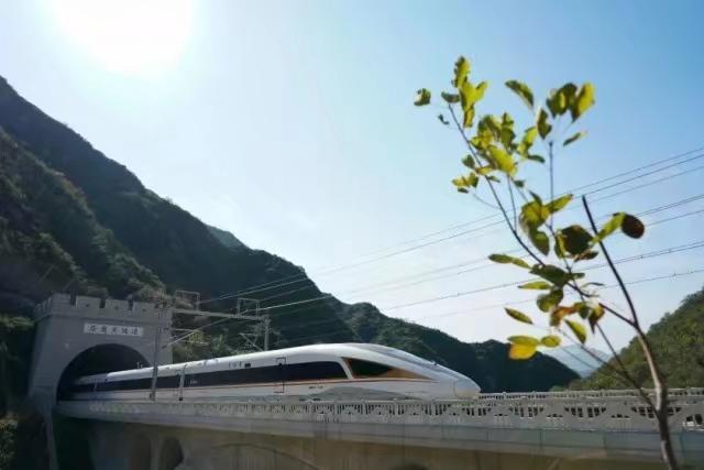 A fuxing high-speed rail train passes through the Zhuyongguan subway of the Beijing-Zhangjiago high-speed train.