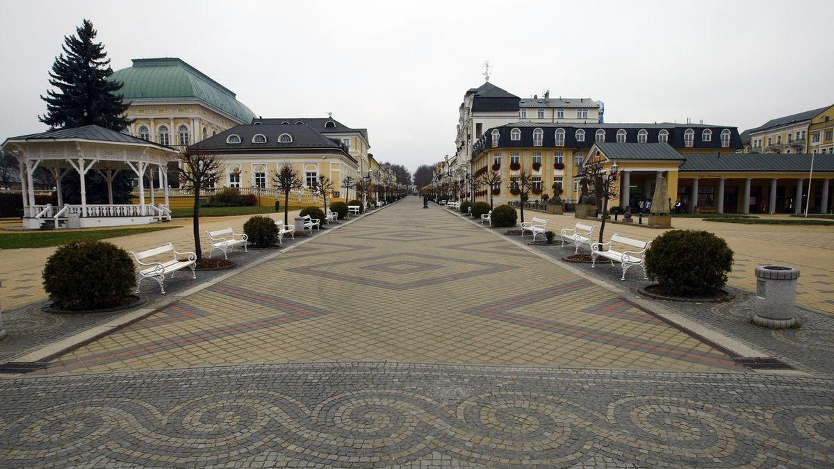 Frandikovi Lasne in North Bohemia.  Image Colonate.