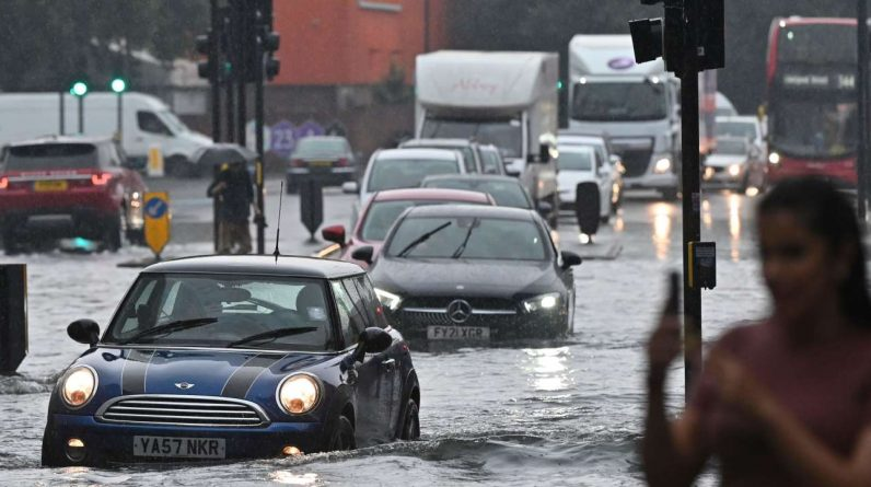 Heavy rains cause flooding in London and southeastern England