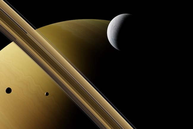 Alien methanogens working under the ice sheets of Saturn's moon?