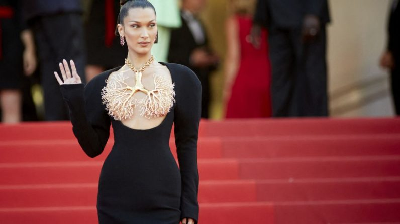Cannes 2021: Bella Hadid chest in the air, a fancy jewelry