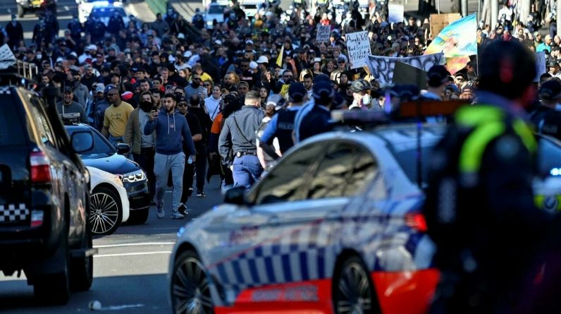 Clashes in Sydney at a rally against control measures
