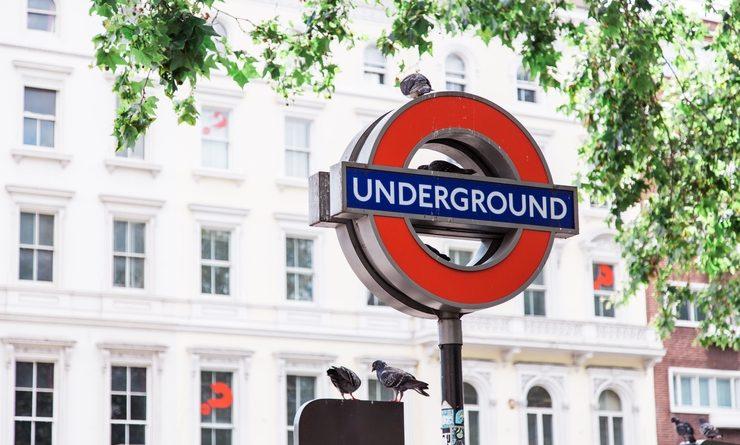 Un panneau Underground à Londres