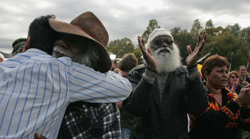 """Australia compensates for the """"stolen generation"""" who were abducted from their families"""
