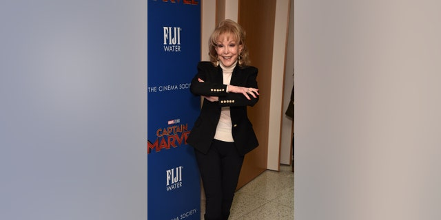 """Barbara Eden, the star of """"I Dream of Genie"""", speaks openly about being in shape at the age of 90: """"I am a meat eater"""""""