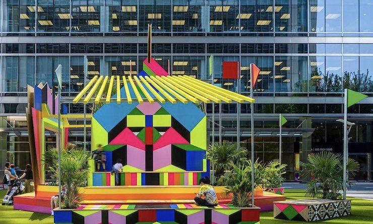 Installation colorée à Canary Wharf signée de l'artiste Morag Myerscough