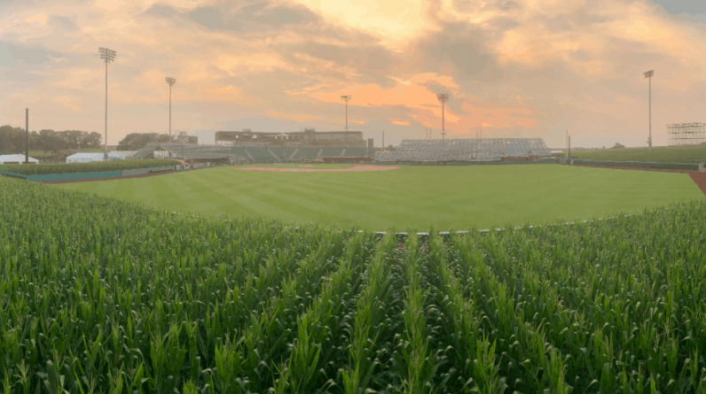 """""""Field of Dreams"""" 2022: It's red against cubs"""