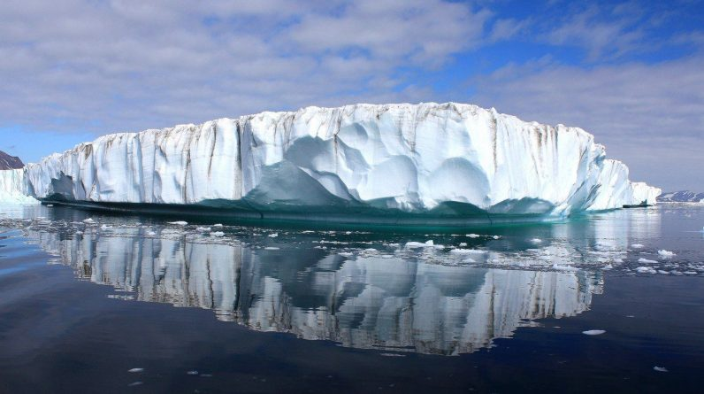 Global warming - Greenland melts 8.5 billion tons of ice a day