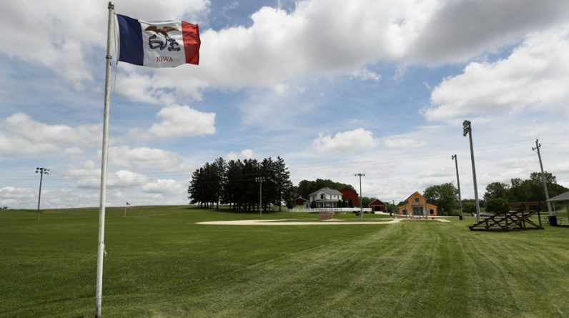Iowa |  A first MLB game on the Field of Dreams site