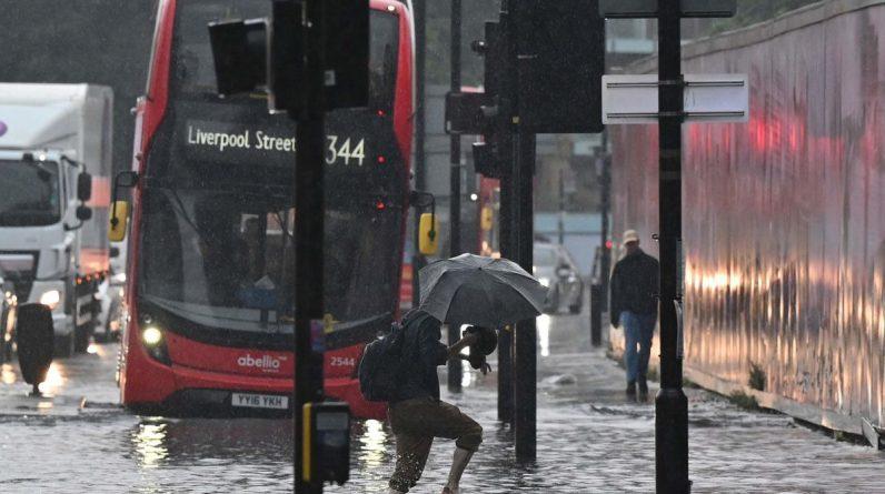 London: Heavy rains cause heavy flooding