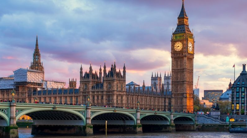London has lifted the ban on vaccinated travelers from France