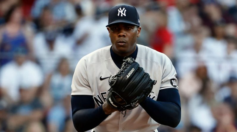 MLP: Aroldis Chapman on the side with swelling of the left elbow