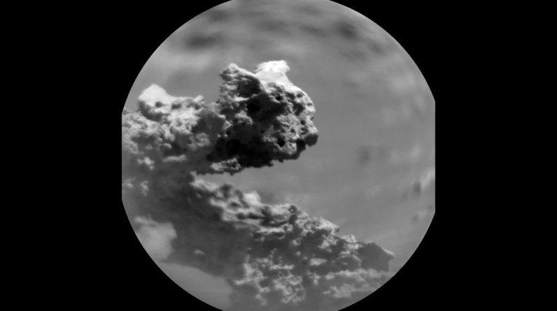 Rover Curiosity has discovered a strange rock formation on Mars