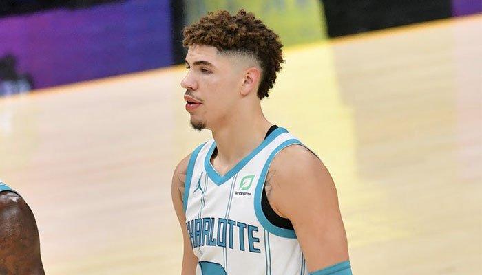 Le rookie des Charlotte Hornets, LaMelo Ball, a connu des débuts difficiles pour son premier match NBA face aux Cleveland Cavaliers