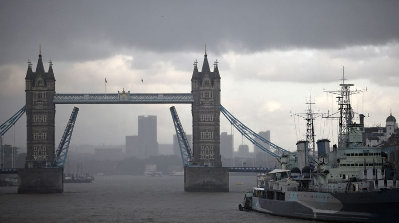"""The tower bridge got stuck due to a """"technical incident"""""""