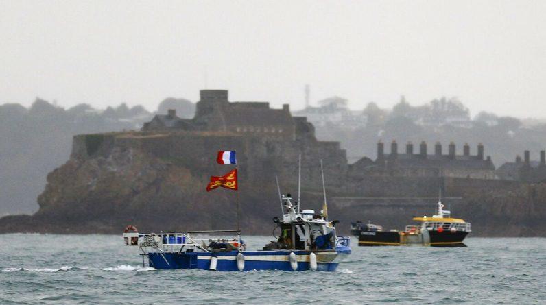 Brexit: Paris ready to retaliate if London postpones fishing